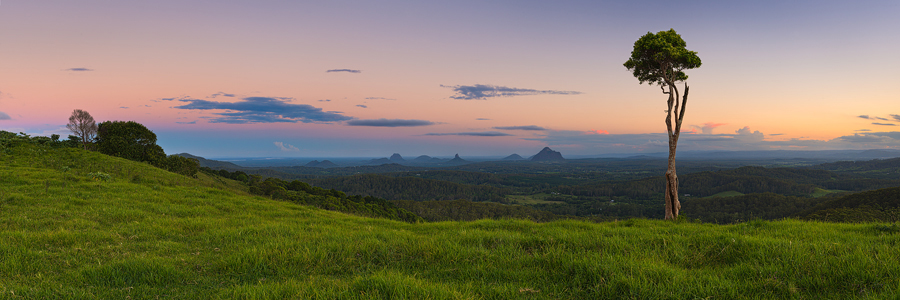 Glasshouse_Mountains_Sunset.jpg