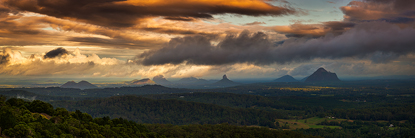 lowcloudsglasshousemountains500.jpg